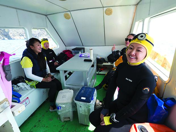 Femmes plongeuse à Okinawa